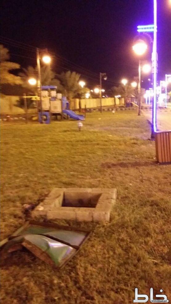 خزان سقيا يهدد الأطفال والمارّة بحديقة جنوب مستشفى المجاردة والاهالي يطالبون البلدية والدفاع المدني بالتفاعل