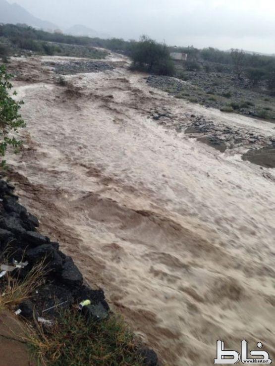 بالصور : هطول أمطار غزيرة على خاط والمجاردة