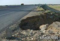 حفرة عميقة تتربّص بمرتادي طريق القوز .. بداية كوبري وادي يبه
