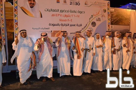 عروض وفلكلورات شعبية قدمتها فرقة رجال ألمع بحضور٤٠٠٠ زائر