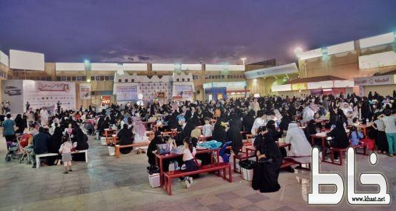 مهرجان أبها للتسوق يستقبل زواره في عامه الثامن عشر
