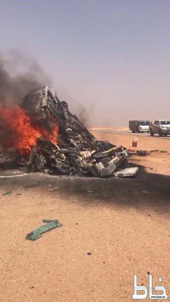 وفاة ١٢ شخصاً في حادث تصادم بطريق #بيشة - الرين