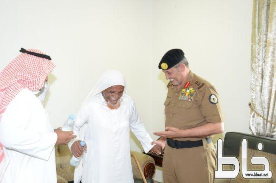 اللواء الدويسي ينقل تحيات وتقدير أمير جازان لشيخ ال شراحيل بفيفا
