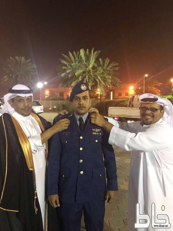 الملازم طيار سلطان عبدالله الافقمي يحتفل بتخرجه من كلية الملك فيصل الجوية صحيفة خاط الإلكترونية