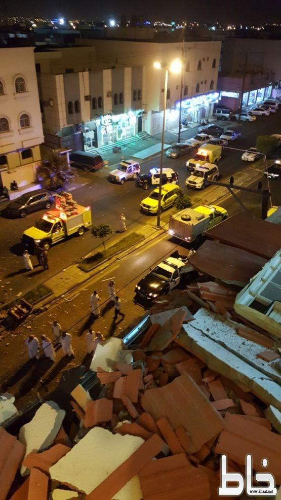 وفاة رضيع وإصابة تسعة اشخاص في انهيار جزء من مبنى بالعزيزية خميس مشيط