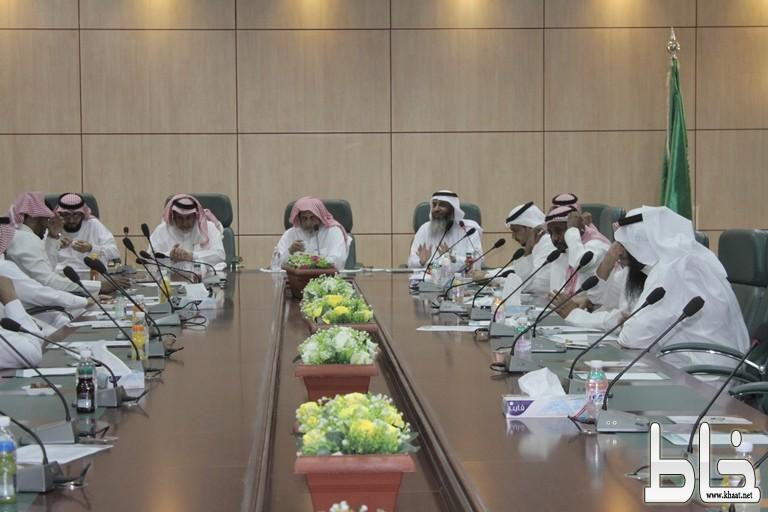 جمعية البر ببارق تعقد أجتماع الجمعية العمومية