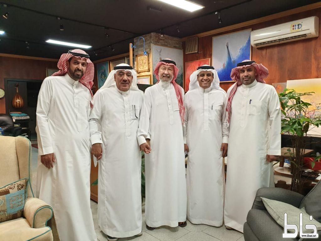 رئيس مجلس إدارة جمعية الثقافة والفنون المكلف الأستاذ عبدالعزيز السماعيل يزور الفنان العالمي ضياء عزيز ضياء