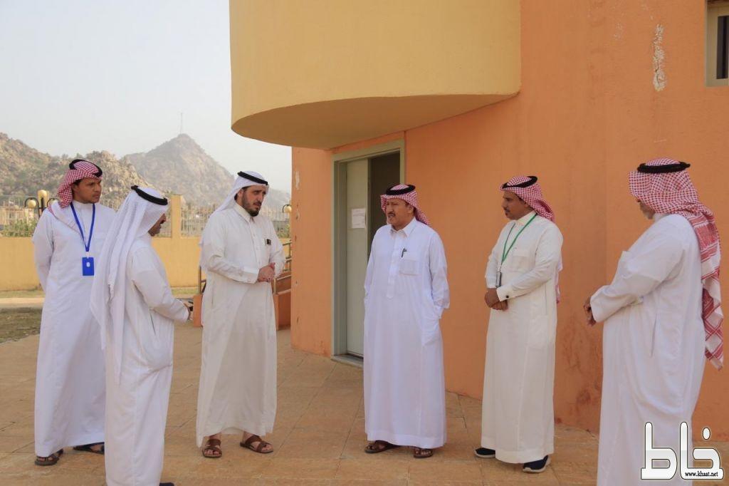 محافظ بارق يزور مركز الرعاية الصحية الأولية بوادي الخير ويوجه بالتحقيق