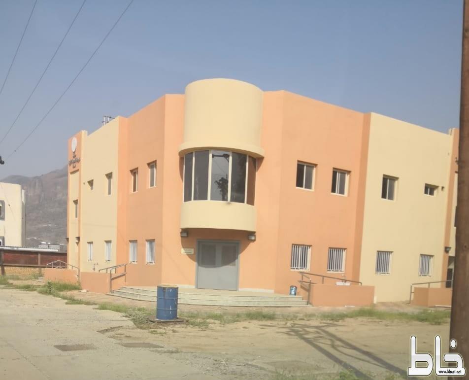 """مبنى مركز صحي """" خـاط """" الجديد ينتظر العلاج"""