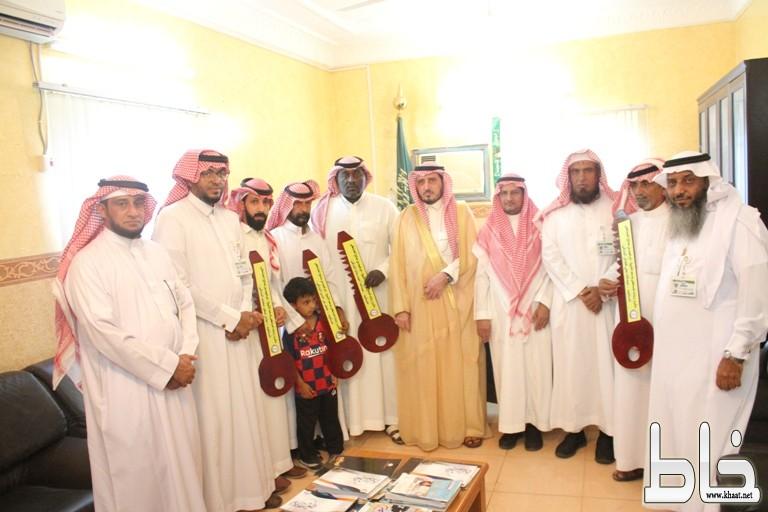 """بحضور محافظ بارق """" البناوي """" جمعية البر ببارق تسلم خمس وحدات سكنية لمستفيديها"""