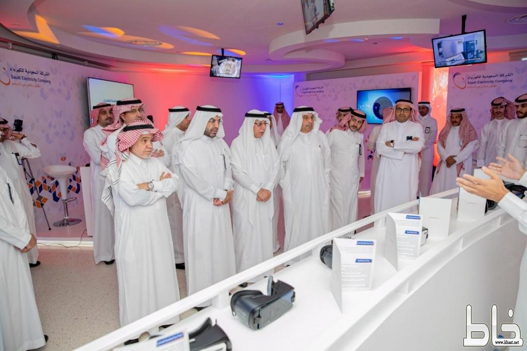 """""""السلطان"""" يتفقد مركز الأبحاث والتطوير التابع لـ """"السعودية للكهرباء"""" في وادي الظهران"""