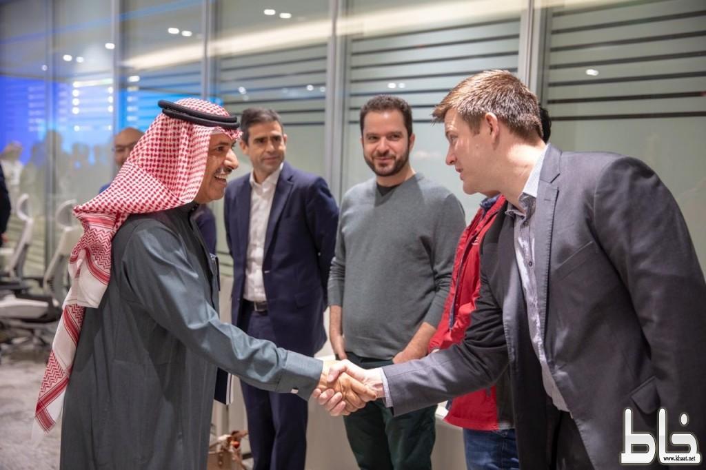 """خريجو جامعة MIT الأمريكية العريقة يتعرفون على ابتكارات """"السعودية للكهرباء"""""""