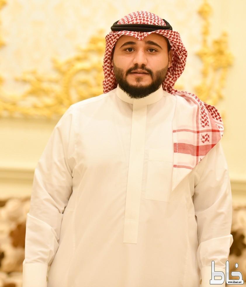 حمزة احمد آل ثالبة يحتفل بتخرجه