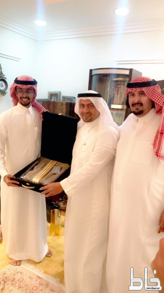 الاستاذ سطام بن صبيح الزهراني يحتفل بتخرج ابنه المعتصم من جامعة عبدالعزيز