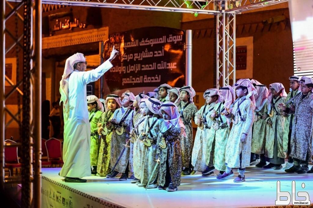 أكاديمية الفنون الشعبية  بعنيزة تشد الأنظار في المسرح المفتوح بمهرجان الحنيني