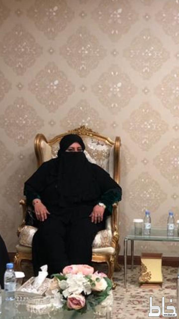 """"""" للحسناء عنوانا """"   قصيدة شعرية للشاعرة الدكتورة اقبال العرفج"""