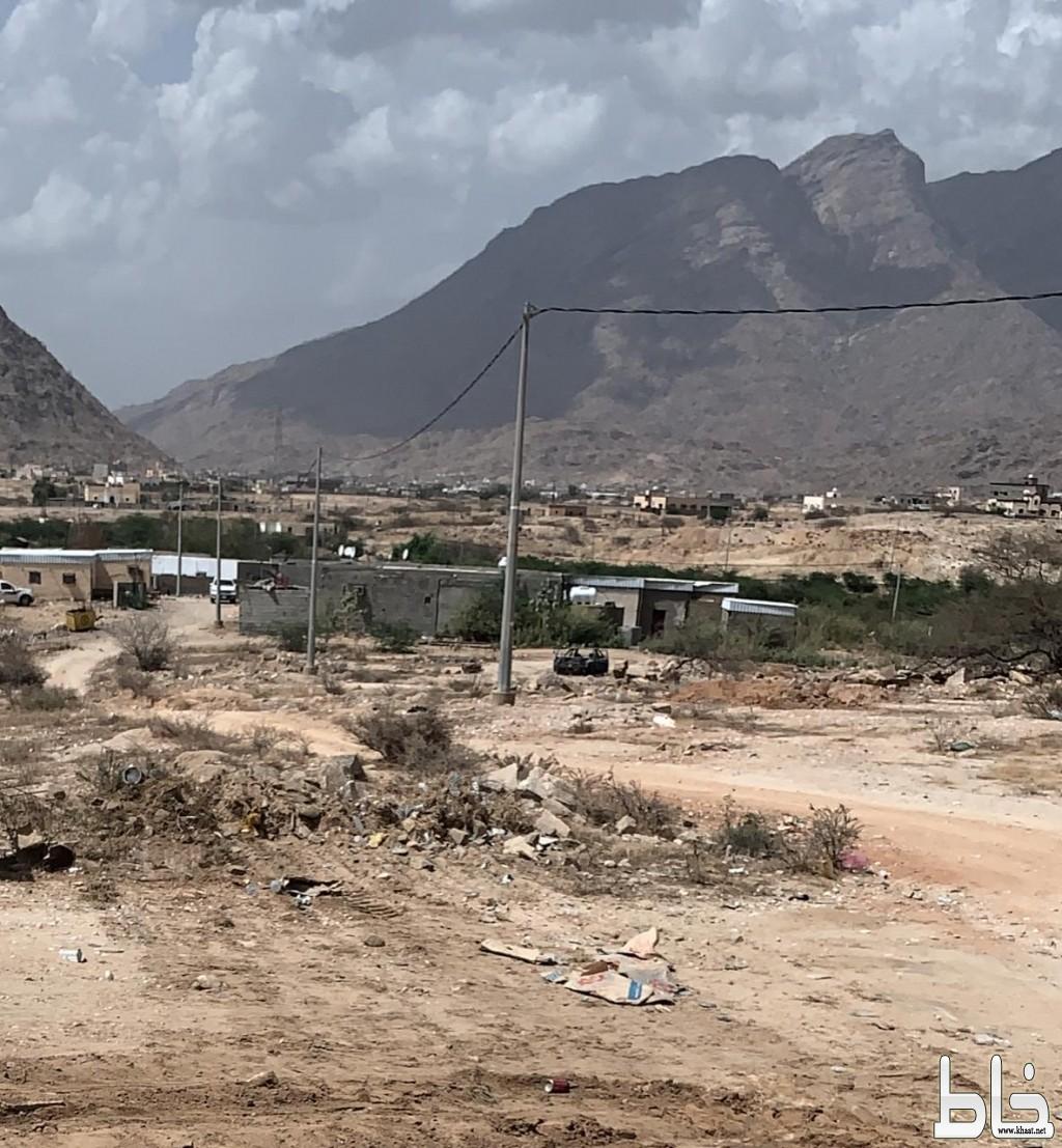 ارملة وايتامها ومواطن في احد ثربان يناشدون بلدية المجاردة بسفلتة الطريق المؤدي لمنازلهم