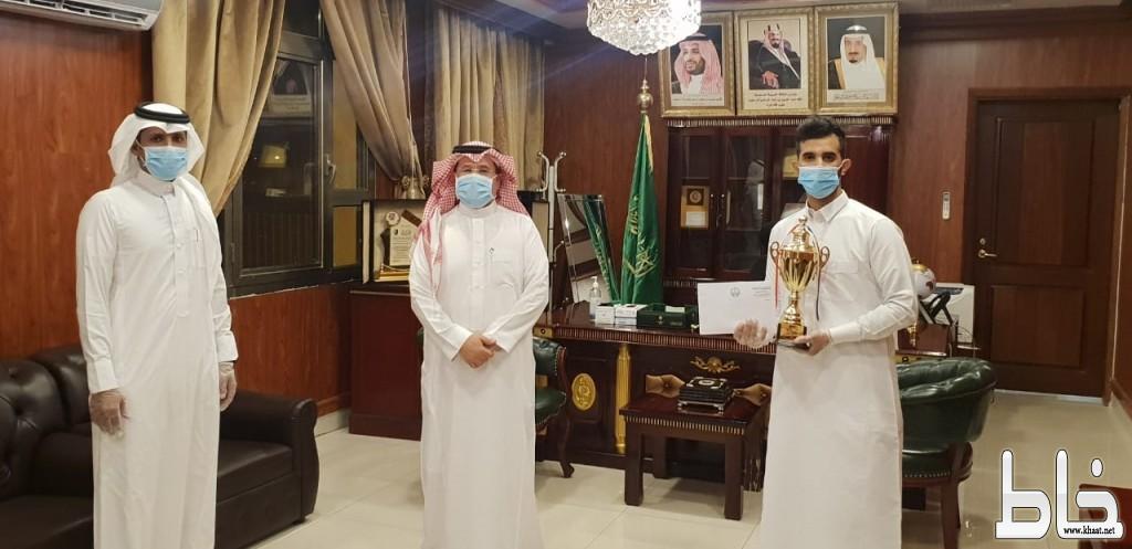 (ابن دلبوح) يتوج عبدالله مدخين بلقب بطولة كرة القدم الرمضانية  للبلايستيشن (FIFA20) بالمجاردة.