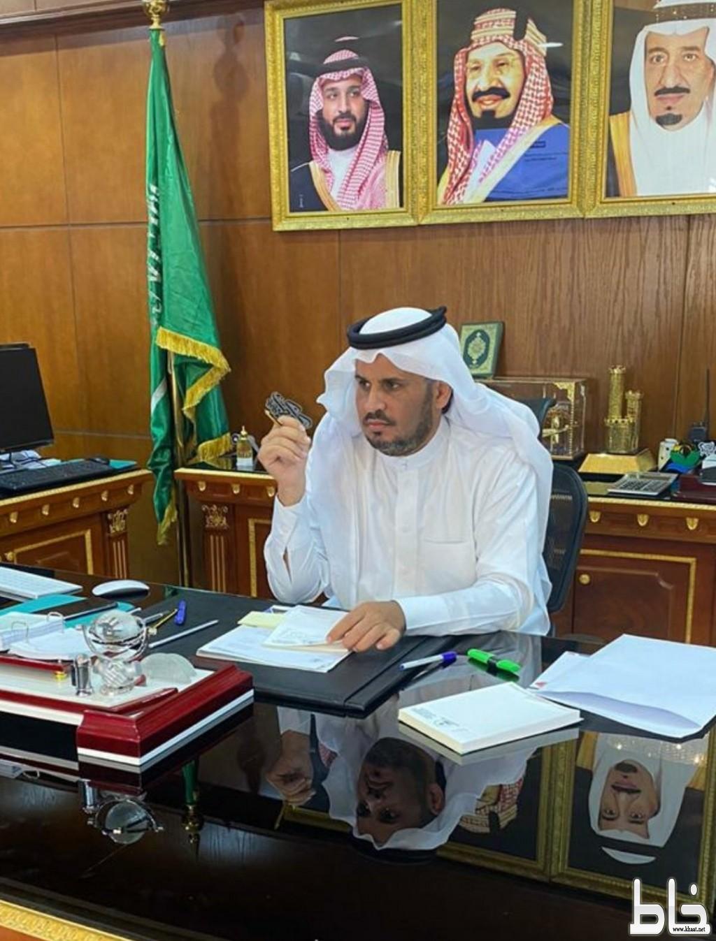 الاستاذ فايز بن معيض الحسيني الشهري رئيس بلدية محافظة القنفذة إلى المرتبة الحادية عشر