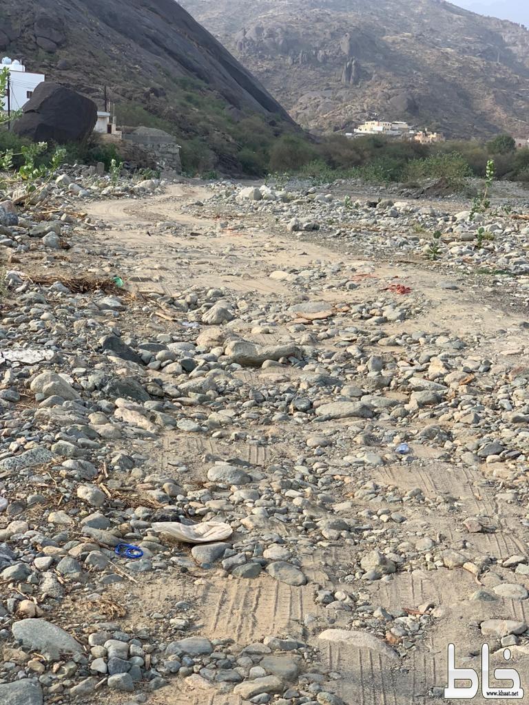 أهالي حي المرصد بمركز خاط يناشدون بسفلتة مدخل القرى وإنارتها
