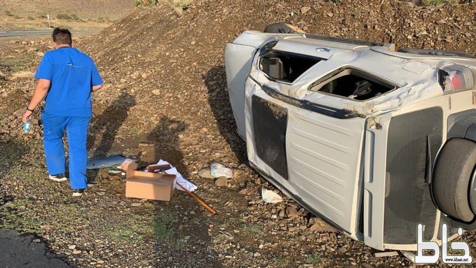 قصة سعوديين تطوعا لتوصيل الأدوية فانقلبت سيارتهما بعسير