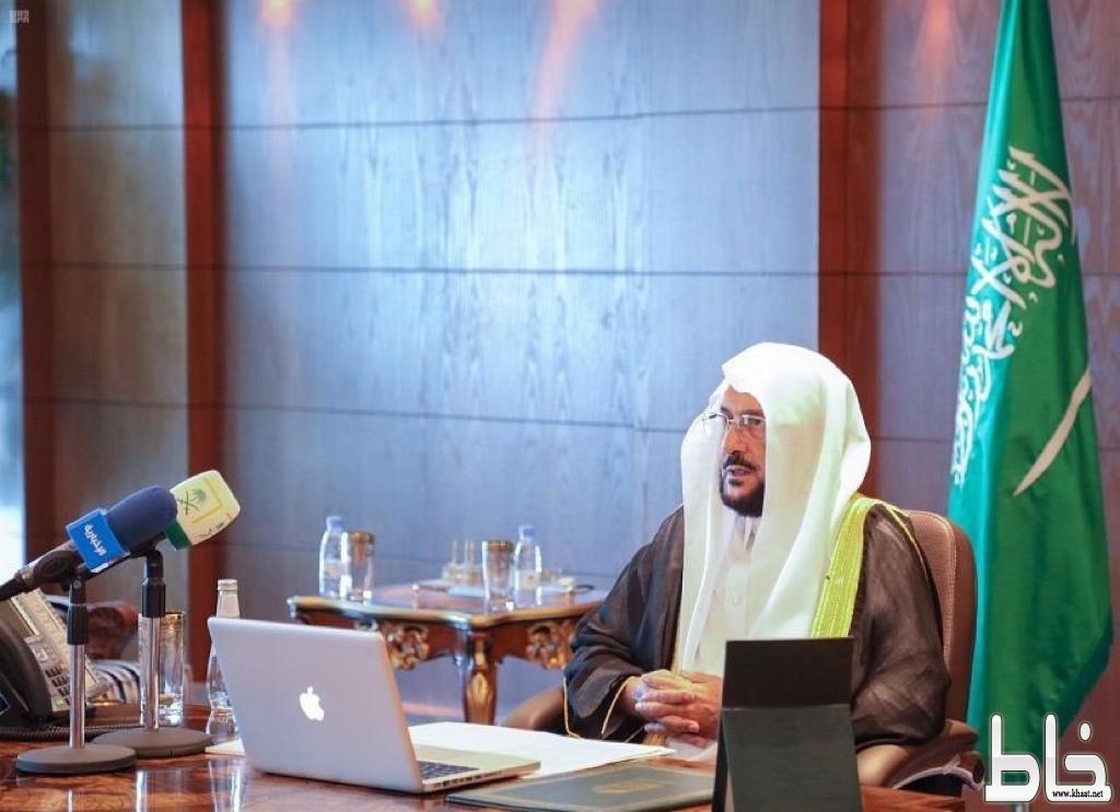 *وزير الشؤون الإسلامية يوجه بتخصيص خطبة الجمعة عن الإجراءات الاحترازية تجاه فيروس كورونا والتأكيد على أهمية الدور الوقائي للفرد والمجتمع