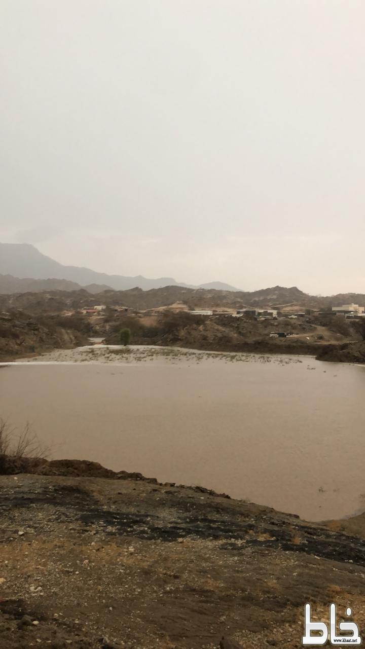 أمطار غزيرة تقطع الكهرباء  وتلحق أضرار ببعض المنازل الشعبية في احد ثربان