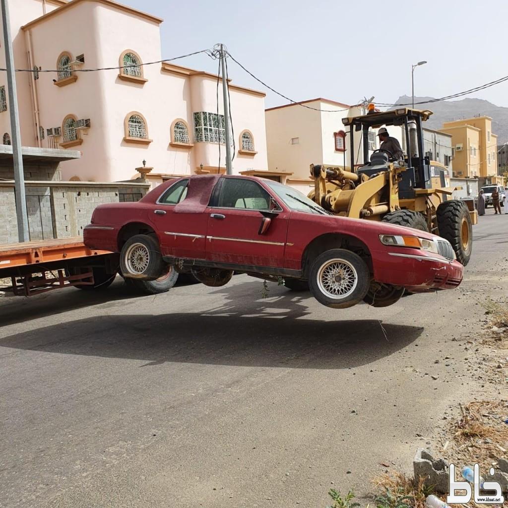 بلدية المجاردة تواصل معالجة التشوهات البصرية وتزيل عدد من السيارات التالفه والمخالفة من الشوارع العامة والأحياء