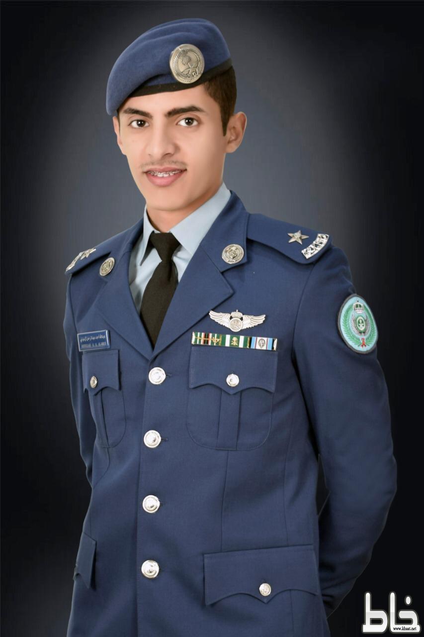 """أسرة آل زميم يحتفلون بتخرج ابنهم """" عبدالله """"من كلية الملك فيصل الجوية برتبة ملازم طيار"""