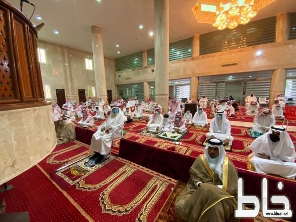 الطارقي يتقدم المصلين بمركز خاط ويهنئ القيادة الرشيدة بمناسبة عيد الأضحى المبارك ١٤٤١ هـ
