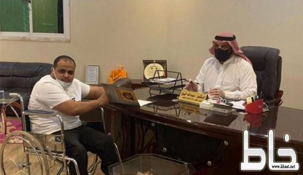 محمد معيض بن كامله يوقع عقد مساعد مدرب نادي الصقور بتبوك كاول مدرب من ذوي الاحتياجات الخاصة
