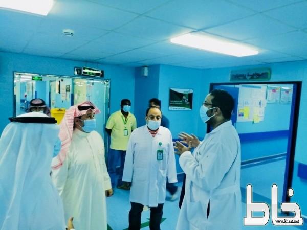 محافظ المجاردة يتفقد المستشفى العام ويطمئن على المرضى