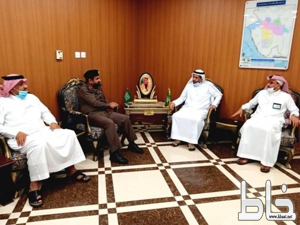 محافظ محايل يلتقي مدير شرطة المحافظة العميد مبارك القحطاني