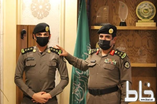 مدير شرطة جدة يقلّد النقيب عبدالرحمن فيصل الراجحي رتبته الجديدة
