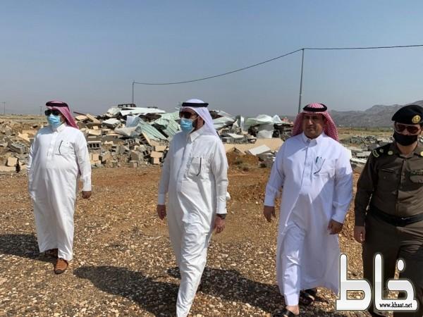 محافظ بارق يتفقد الأراضي الحكومية ويوجه بإزالة الإحداثات