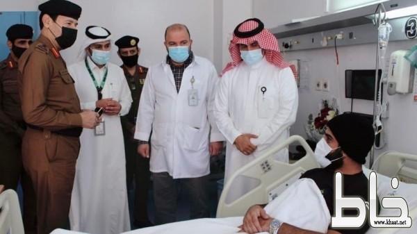 مدير الدفاع المدني يزور المصابين المشاركين في إخماد حريق تنومة