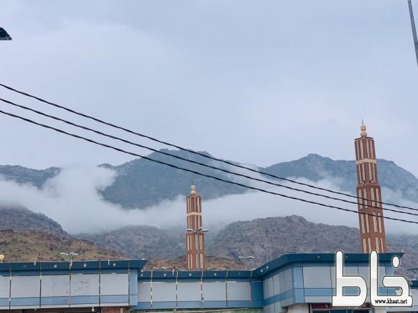 جبال ثربان منطقة فوق السحاب تغطيها الخضرة والضباب
