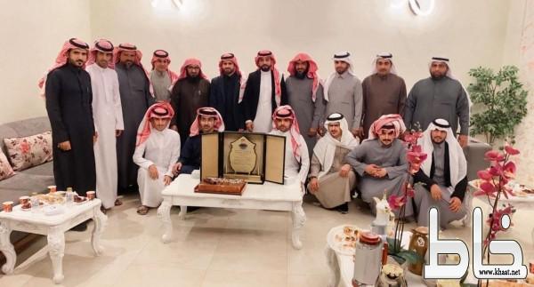 بالصور ; قبيلة أل مجامد في الرياض يكرمون البطل عامر