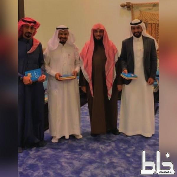 الشيخ الداعية الدكتور عائض القرني يستضيف البطل عامر في منزله