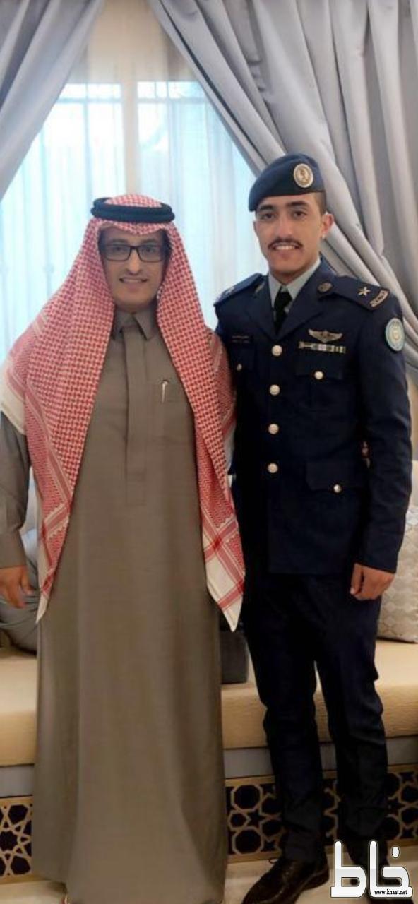 """مدير صحة عسير خالد بن عايض العسيري يحتفي بتخرج ابنه الملازم طيار """" سلطان """" من كلية الملك فيصل الجوية"""