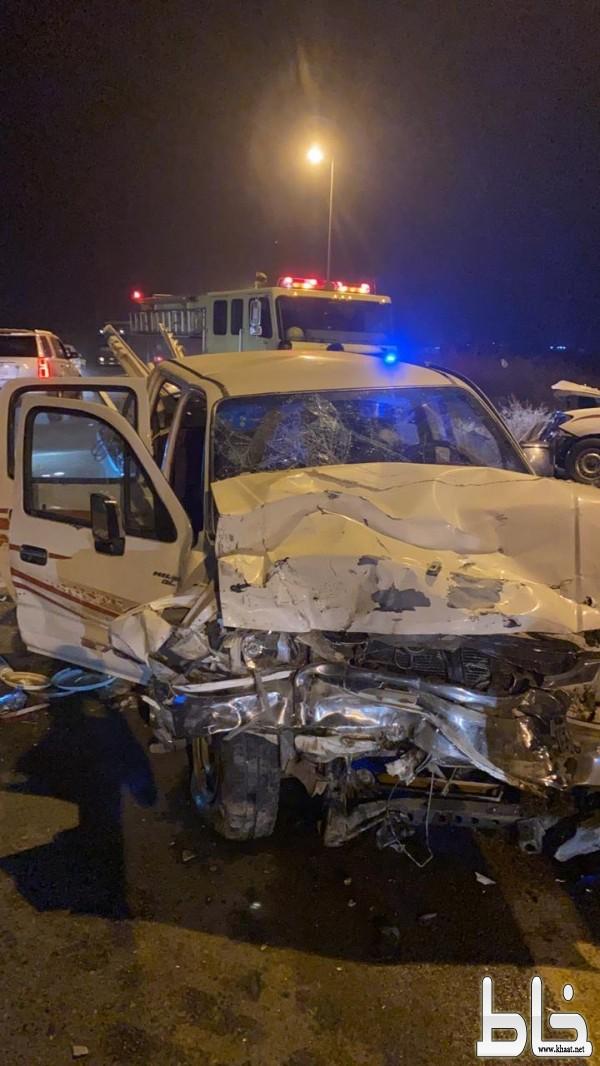 وفاة طالب وإصابة 6 اخرين بينهم امرأتين في حادث تصادم بمركز خميس حرب