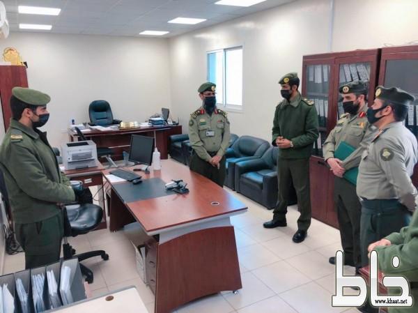 """مدير جوازات منطقة عسير العميد """"العجمي"""" يزور إدارة الوافدين ويطلع على سير العمل"""