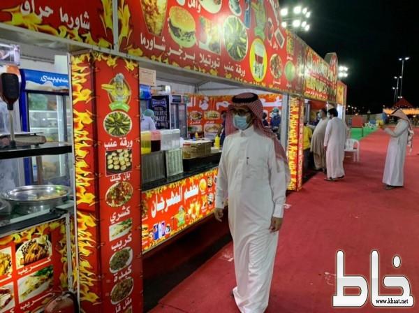رئيس بلدية المجاردة يقوم بجولة رقابية ميدانية على مهرجان المجاردة للتسوق