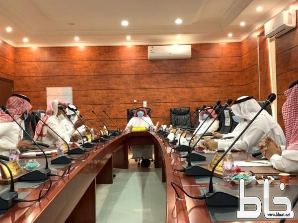 بلدي بارق يناقش استعدادات البلدية لشهر رمضان ويقر مبادرة بارق الخضراء