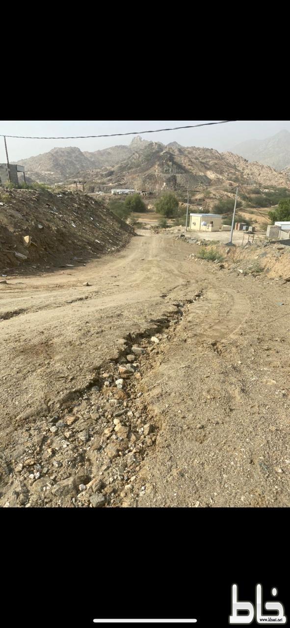 مواطن في احد ثربان يطالب بسفلتة طريق منزله ضمن مشروع بلدية المجاردة اسوة بغيره