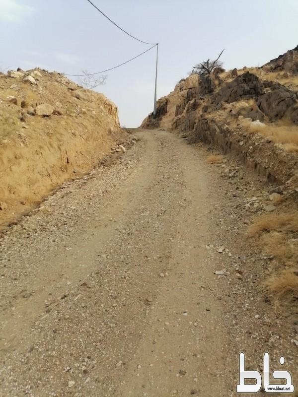 مرابط في الحد الجنوبي يناشد بلدية المجاردة بسفلتة الطريق المؤدي إلى منزله في احد ثربان