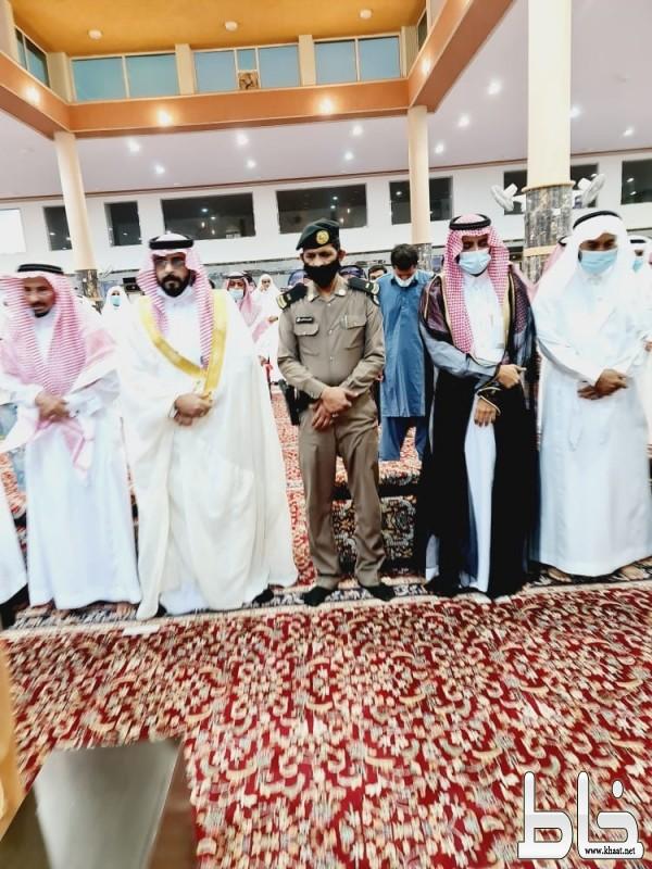 رئيس مركز احد ثربان يتقدم المصلين في صلاة عيد الأ ضحى المبارك