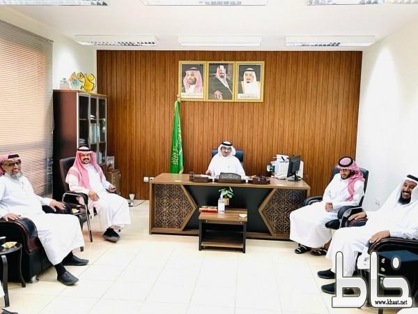 مكتب تعليم المجاردة يحتفي ويكرم المشرفين  والإداريين المتقاعدين