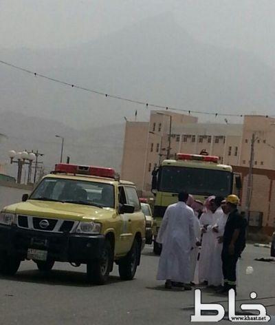 بالصور نجاة المارة من كارثة..سقوط أسلاك الضغط العالي أمام مبنى محافظة بارق