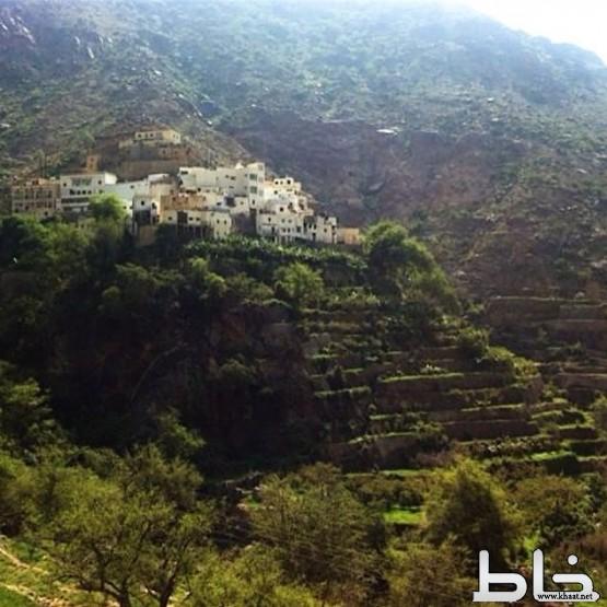 وادي الغيل بمركز خاط منتجع سياحي عالمي .. والأهالي يطالبون بصيانة العيون وحفر الآبار